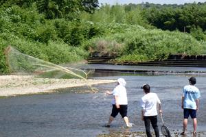 湖北動物プロジェクトIで投網と簗漁を体験